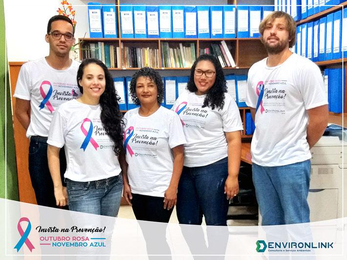 Equipe Environlink com a camisa da campanha de Outubro Rosa e Novembro Azul